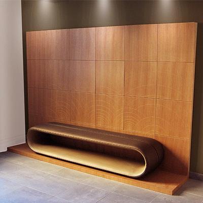 banquette reception en cuir design de Didier Versavel