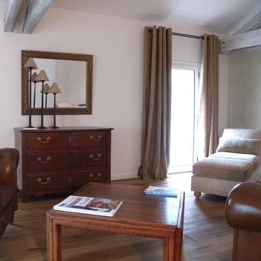 Rideaux en lin glacé, cousus main, Hôtel Le Château des Alpilles